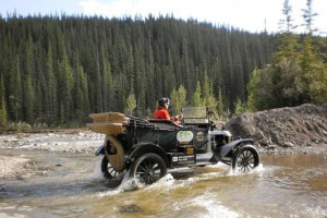 Couple-drive-around-world-in-100-year-old-car (1)2