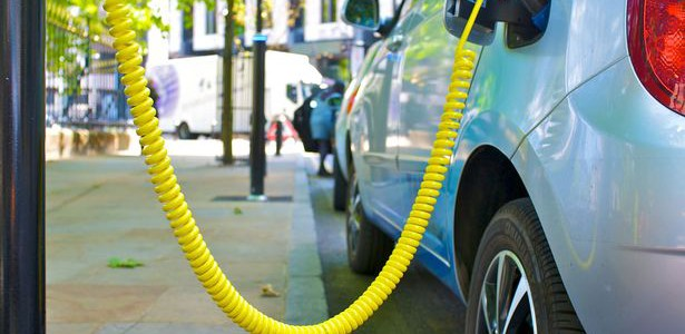 Could we really see Electric Cars ruling the roads in only 10 years?
