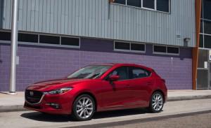2017-Mazda-3-114-876x535