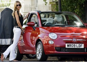 elle-macpherson-with-topless-fiat-500c